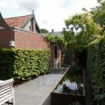 moderne-stadstuin-eindhoven-strakke-verhoogde-cortenstalen-vijver-2