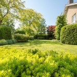 parkachtige-tuin-doorkijken-vrijstaande-woning-moderne-uitstraling-3